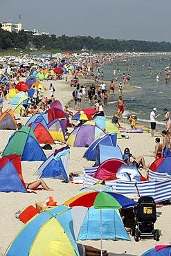Beach in the seaside resort and spa town of Binz, Ruegen island, Mecklenburg-Western Pomerania, Germany, Europe