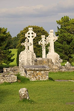 High crosses in the monastery ruins of Clonmacnoise on the Shannon, Midlands, Republic of Ireland, Europe