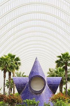 Sculpture in the L'Umbracle palm garden, Ciudad de las Artes y las Ciencias City of Arts and Sciences, Valencia, Comunidad Valencia, Spain, Europe