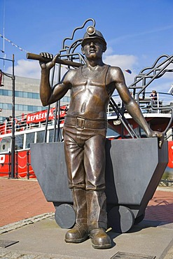 From Pit to Port, bronze statue by John Clinch, Jon Buck, Roath Basin, Cardiff Bay, Cardiff, Caerdydd, South Glamorgan, Wales, United Kingdom, Europe