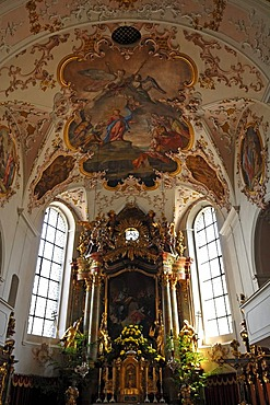 Ceiling painting by Matthaeus Guenther and altar of the parish church of St. Peter and Paul, baroque style from 1740, Matthias-Klotz-Strasse 4, Mittenwald, Upper Bavaria, Bavaria, Germany, Europe