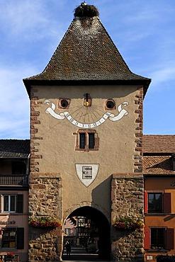 Old Untertor, la Porte Basse, Porte de France with stork's nest, 14th century, Place Republique, Turckheim, Alsace, France, Europe