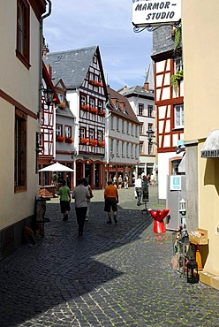 Alley in the old town of Mainz, Rhineland-Palatinate, Germany, Europe