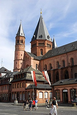 Mainzer Dom cathedral at the Marktplatz square, old town, Mainz, Rhineland-Palatinate, Germany, Europe