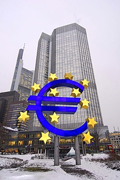 Euro sculpture, symbol of the European currency, European Central Bank, ECB, snowy Willy-Brandt-Platz square, Frankfurt am Main, Hesse, Germany, Europe