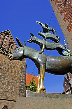 Statue of the Bremer Stadtmusikanten or Town Musicians of Bremen, Bremen, Germany, Europe