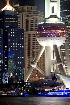 Illuminated Oriental Pearl Tower at night, Huangpu River, Lujiazui Financial District, Pudong, Shanghai, China, Asia