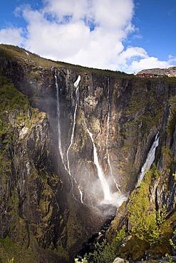 The V¯ringfossen waterfall on the western edge of the Hardangervidda, Norway, Scandinavia, Europe