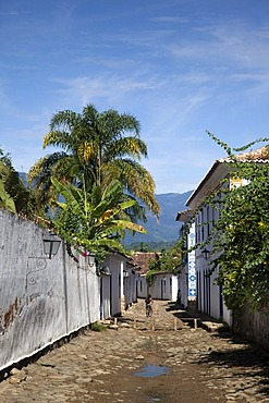 Small road in colonial town of Paraty, Costa Verde, State of Rio de Janeiro, Brazil, South America
