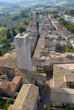 View of the city and the countryside, San Gimignano, UNESCO World Heritage Site, Tuscany, Italy, Europe
