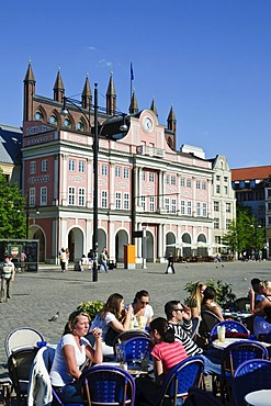 Neuer Markt square and town hall, sidewalk cafe, old town, Hanseatic city of Rostock, Mecklenburg-Western Pomerania, Germany, Europe