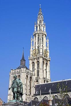 Rubens monument and the Notre Dame cathedral, Onze-Lieve-Vrouwekathedraal, Groenplaats, Antwerp, Flanders, Belgium, Europe