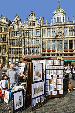 Stalls on Grote Markt, facades and gables of the guildhalls in the back, Brussels, Belgium, Europe