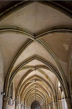 """Cloister of """"Liebfrauen-Basilika"""", cathedral of Trier, Rhineland-Palatinate, Germany, Europe"""