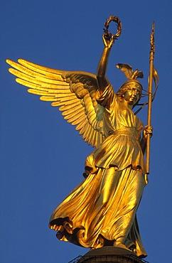 Victoria statue on the Siegessaeule victory column at Grosser Stern, Strasse des 17 Juni, Tiergarten district, Berlin, Germany, Europe