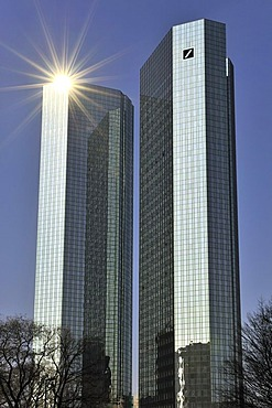The sun reflected in the 155-meter-high Twin Tower skyscraper of the Deutsche Bank, Frankfurt am Main, Hesse, Germany, Europe