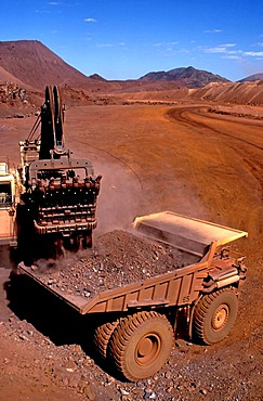 Loader and haulpack, Hamersley iron ore mine, Tom Price, Pilbara, Western Australia, Australia