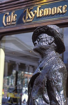 James Joyce statue in front of Kylemore Cafe, restaurant, Dublin, Ireland, Europe