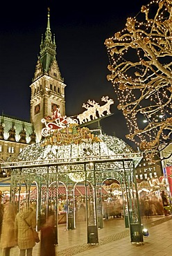 Christmas market on Hamburg Rathausmarkt square, Hamburg, Germany, Europe