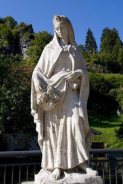 The statue of St. Elizabeth in Pottenstein, Naturpark Fraenkische Schweiz nature preserve, Little Switzerland region, Franconia, Bavaria, Germany, Europe