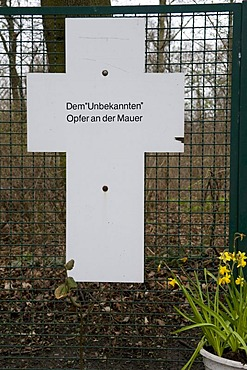 Cross as a memorial for victims of the Berlin Wall, Tiergarten, Berlin, Germany, Europe