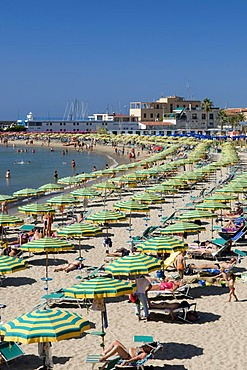 Parasols and deck chairs on the beach, San Remo, Riviera, Liguria, Italy, Europe
