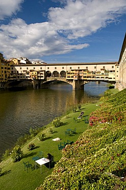 Ponte Vecchio, 14th century bridge over the Arno river, Florence, Tuscany, Italy, Europe