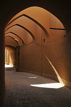 Covered alley in the historic town of Yazd, UNESCO World Heritage Site, Iran, Persia, Asia
