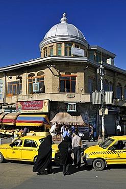 Women in a black chador, central square Meidan-e Emam, Imam Khomeini, Hamadan, Hamedan, Iran, Persia, Asia