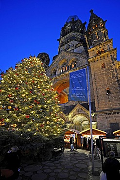 Christmas market in front of the Kaiser-Wilhelm-Gedaechtniskirche Memorial Church, Breitscheidplatz square, Berlin, Germany, Europe