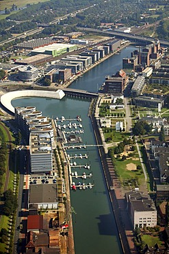 Innenhafen Duisburg inner harbor, new use of old docks, Five-Boats-Building, marina, offices, businesses, leisure, gastronomy, sports, Duisburg, North Rhine-Westphalia, Germany, Europe