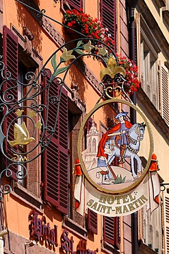 """Hotel sign """"Hotel Saint Martin"""", in the back the facade of the hotel, Grand'Rue, Colmar, Alsace, France, Europe"""