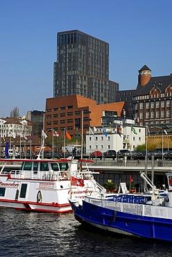 Harbour Hamburg between the Fischmarkt fish market and the Landungsbruecken jetties, St. Pauli district, Elbe river, Hanseatic City of Hamburg, Germany, Europe
