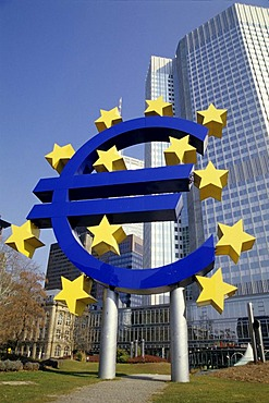 Euro currency symbol, European Central Bank in the back, ECB, Eurotower ECB, Frankfurt am Main, Hesse, Germany, europe