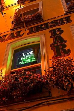 Live Irish music, sign at a bar, Dublin, Ireland, Europe