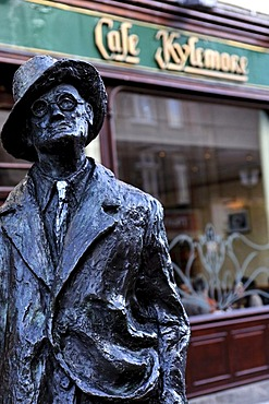 Statue of James Joyce, 1882 - 1941, in front of Cafe Kylemore, Dublin, Ireland, Europe