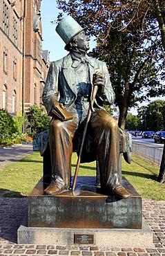 Bronze statue of Hans Christian Andersen in front of city hall, Copenhagen, Zealand, Denmark, Europe