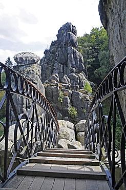 Bridge, Externsteine sandstone rock formation, nature reserve, Horn Bad Meinberg, Teutoburg Forest, Kreis Lippe district, North Rhine-Westphalia, Germany, Europe
