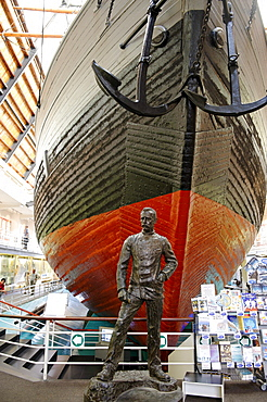 Fridtjof Nansen sculpture in front of the original exploration vessel Fram, Fram Museum, Bygdoy, Oslo, Norway, Scandinavia, Europe