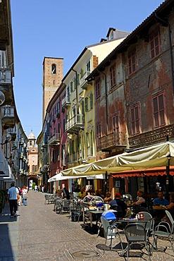 Via Vittorio Emanuele, Alba, Provincia Cuneo, Piemont, Piedmont, Italy, Europe