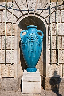 Vase, Stadtpark city park, Art Nouveau, Ringstrasse street, Vienna, Austria, Europe
