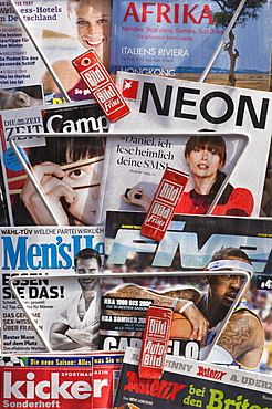 Magazine rack with current German magazines and journals