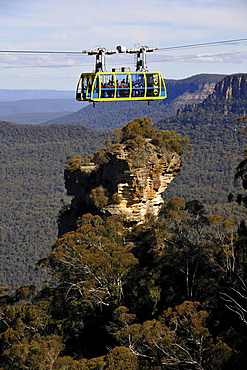 Scenic Skyway cable car from the Scenic World Complex in front of Orphan Rock, Jamison Valley, Blue Mountains National Park, New South Wales, Australia