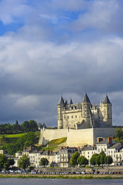Loire river and Saumur Castle, Chateau de Saumur, Maine-et-Loire, Saumur, Loire Valley, France, Europe
