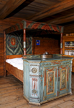 Sleeping chamber with a painted four-poster-bed from 1850, Fuessinger House from Siebratsreute, Wolfegg Farmhouse Museum, Allgaeu, Upper Swabia, Baden-Wuerttemberg, Germany, Europe