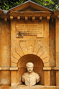 Sculpture of Sir Francis Drake, 1540-1596, in the Temple of British Worthies, 18th century, Stowe garden landscape, Stowe, Buckingham, Buckinghamshire, England, United Kingdom, Europe