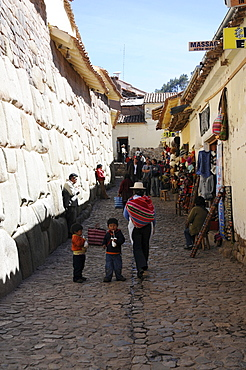 Narrow lane, Museo de Arte Religioso, Museum of Religious Art, Palacio Arzobispal, the Archbishop's Palace, Cusco, Inca settlement, Quechua settlement, Peru, South America, Latin America