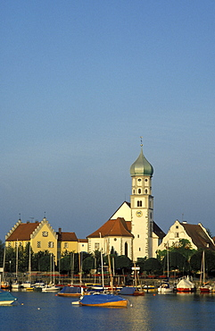 Townscape of Wasserburg, church of St. George, boats, Lake Constance, Baden-Wuerttemberg, Germany, Europe
