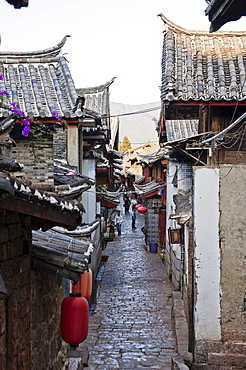 Alleyway in Lijiang, Yunnan, China, Asia