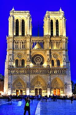 Notre Dame de Paris at night, France, Europe